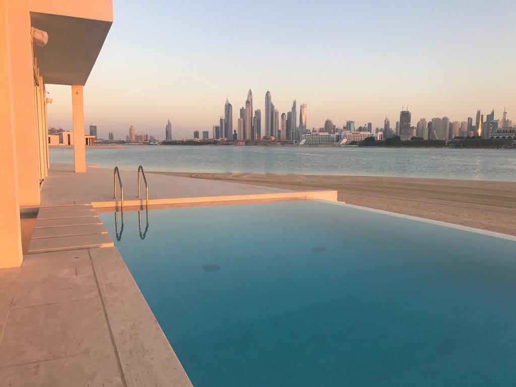 Swimmingpool-Beach-Dubai